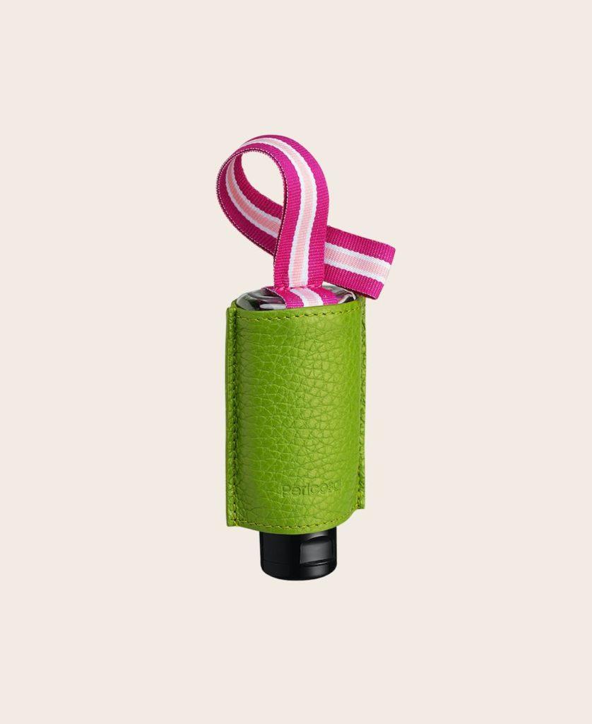 CarryME-Set-Pure grasgrün RefreshME Hände Desinfektionsgel Leder-Taschenanhänger