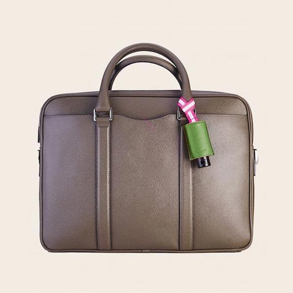 Hände Desinfektion CarryME-Set PURE grün Leder-Taschenanhänger